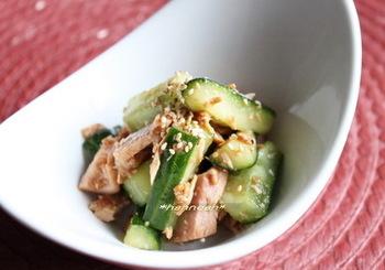 きゅうりとツナの辛子醤油麹あえ。辛子醤油に麹のまろやかさが加わって、簡単なのにうまみたっぷり。