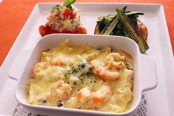 定番のエビグラタンも豆腐クリームでカロリーダウン! ヘルシーだけど美味しい、体に嬉しいレシピです。