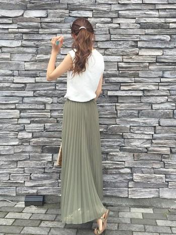 軽やかで女性らしい印象になるプリーツスカート。ふわっとエアリーなのでマキシ丈でも涼やかです。