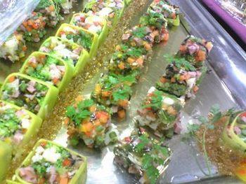 ブロッコリー、カリフラワー、パプリカ、インゲン、人参をたっぷり使ったゼリー寄せです。ひとつひとつには、小さく切った野菜が入っているので、苦手な人でもパクパク食べられますよ。