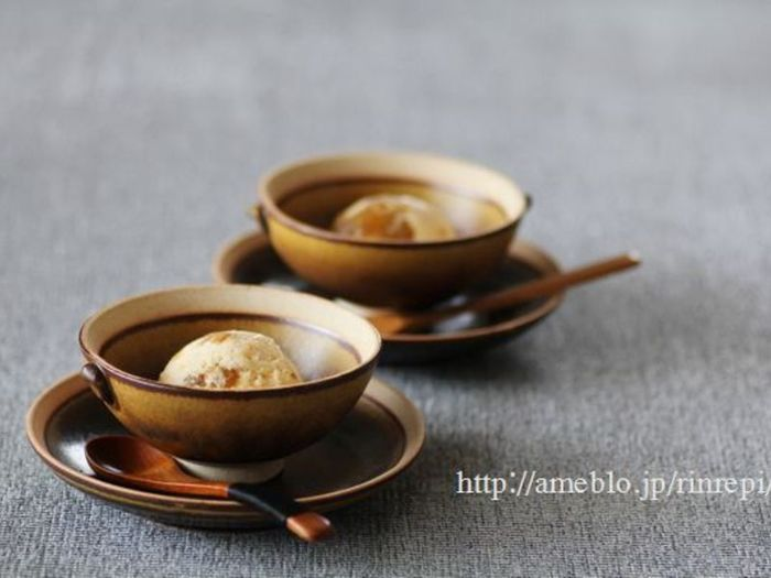 『梅酒ジャムのアイスクリーム』  梅酒を使って大人テイストのアイスクリームを。ゆったりとした夜に食べたくなるとっておきの味です。