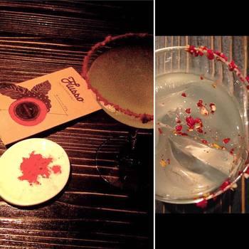 京都の隠れ家バーでは、フランボワーズソルトを使ったソルティードッグが人気。爽やかな香りで、お酒をすっきりとした味わいにしてくれます。100%グレープフルーツジュースとウォッカで簡単に作れますので、おうちでもぜひ。