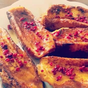 フランボワーズとメイプルのカリカリフレンチトースト。これが朝食に出されたら、一気にテンションが上がりそう♪