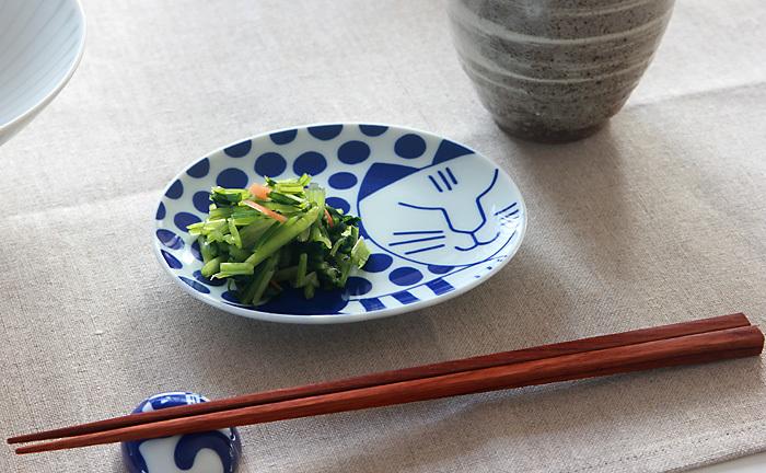 お漬物などの和食にしっくりくる色合いです。