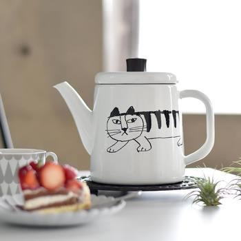 使わないときも飾っておきたくなる琺瑯ボトル。ほっこりとするデザインはお茶やコーヒーを淹れてほっとする時間にぴったりです。