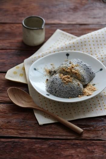 生クリームを絹ごし豆腐にチェンジした黒ごまたっぷりのヘルシーババロア。黒蜜やきなこをかけて召し上がれ♪
