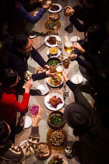 メニューはランチをはじめ、定番のものから旬の素材を使った時期限定のものまで多彩です。地ビール、地酒など地元ならではのドリンクメニューも充実しているので、昼でも夜でも家族やお友達と楽しい食卓を囲むことが出来ますよ。