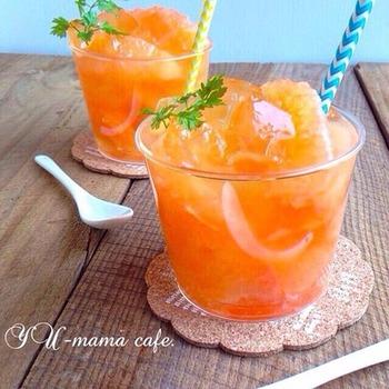 しゅわしゅわ&ジューシー♪はちみつに漬けたグレープフルーツに、ざっくりくずしたゼリーを合わせて、サイダーを注ぎます。夏の朝食にもおすすめの爽やかさ♪