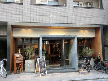 高級ホテルの入口のような品の良さが漂う「ファイブラン」。2015年にオープンしたばかりのパン屋さんですが、とても人気のあるパン屋さんです。