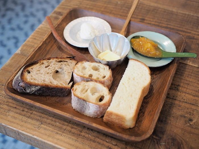 毎週月曜日と金曜日に、店内で座って食べられる一日中モーニングset。 シンプルなのにしみじみと美味しいと実感出来るパン。手作りのジャムもとっても美味しい。