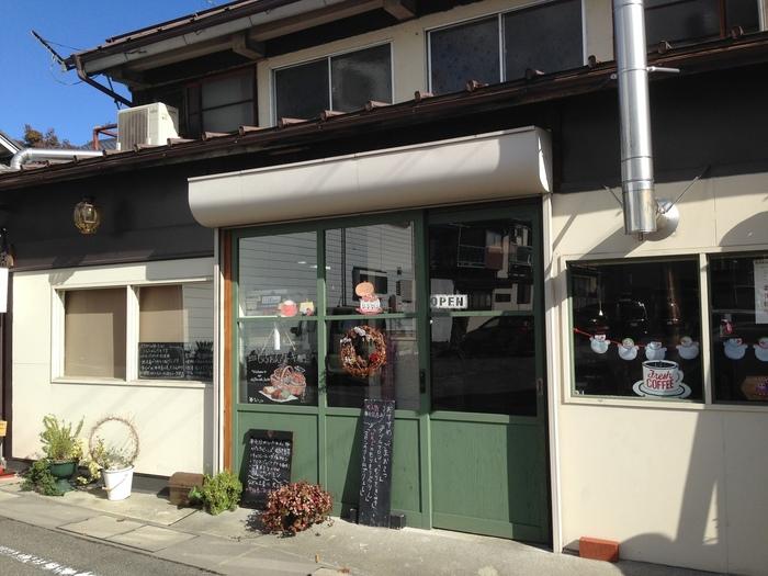2011年秋、シフォンケーキの専門店としてオープン。