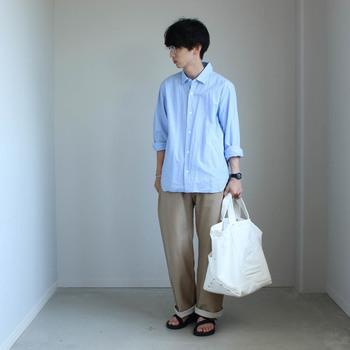 YAECAのツールバッグは男女ともに使えるユニセックスなところも◎パートナーとペアで持っても素敵ですね!