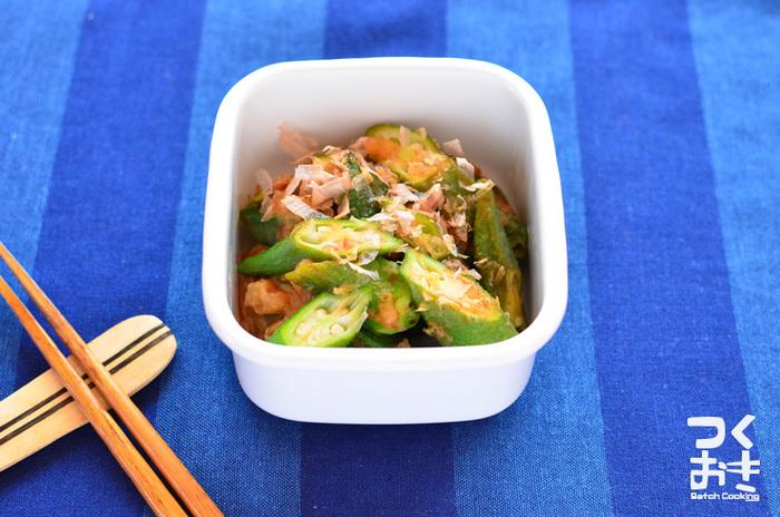 夏の定番食材、オクラと和えて。ささっと作れる便利な副菜は、疲れていたり食欲がない時も食べやすくておすすめです。材料もシンプルなので、覚えておくと何かと便利ですよ♪