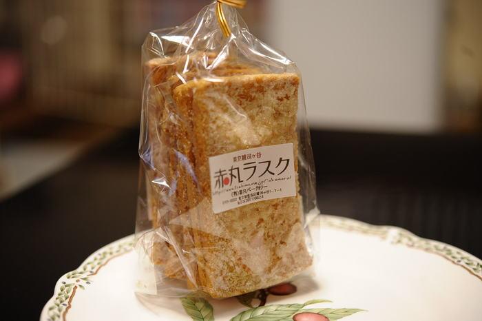 1923年創業の赤丸ベーカリーも忘れてはいけません。懐かしいパンももちろん人気ですが、赤丸ベーカリーで人気なのがこの赤丸ラスク。薄くスライスされた食パンを使った、シンプルながら食べだしたら止まらないおいしさです♪