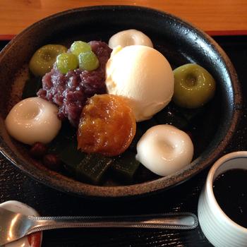 いっぷく亭は、庚申塚停留場内にある甘味処です。白玉やおはぎ、夏にはカキ氷がいただける、地元の方々にも人気の和菓子屋さんです。