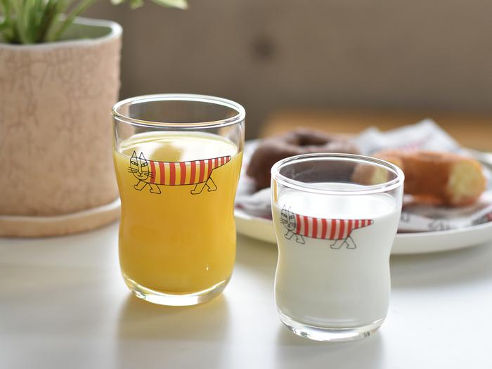 くびれたフォルムが小さい子にも持ちやすい「つよいこグラス」。子供にもガラスの食器を使わせたい・・・ガラスの扱い方を学んで欲しい・・・と、食育のもと作られたグラスです。SサイズとLサイズの2個セット。
