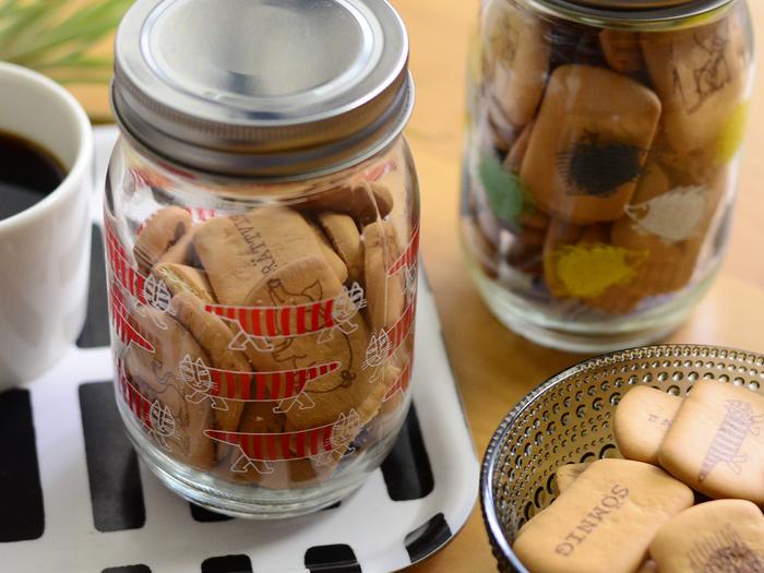 ●ボトル2本入り  少し小さめボトルの2個セット。マイキーとハリネズミのイラスト入り。どれも可愛いデザインなので、保存容器として使ったり、インテリアとして飾たり、食べ終わった後も色々と活用できるのが嬉しいですね。