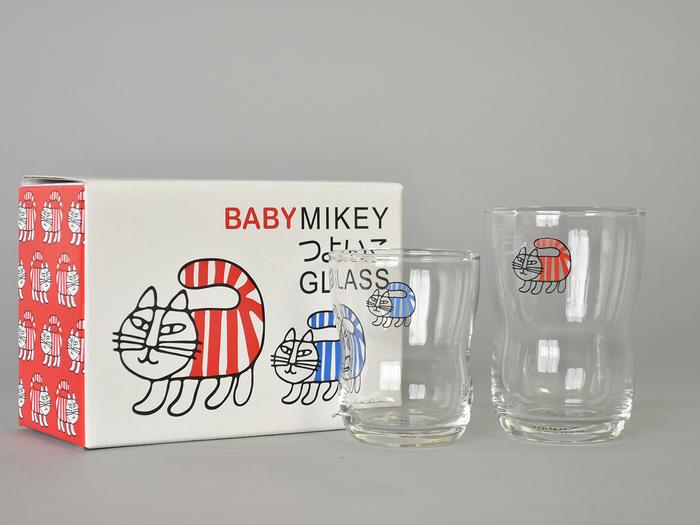 こちらは「BABY MIKEY(ベイビーマイキー)」。赤ちゃんマイキーのイラスト入り。青マイキーのSサイズと、赤マイキーのLサイズ2個セットです。