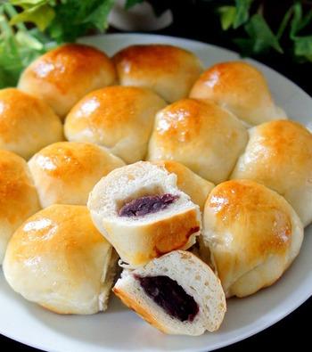 あらかじめホームベーカリーでパン生地を作っておくので簡単です。ストウブのまま二次発酵させてそのままオーブンにも入れられるので簡単です♪