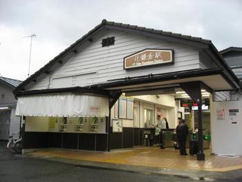 降り立つ北鎌倉駅そのものがすでに観光スポットとして独特の存在感があります。