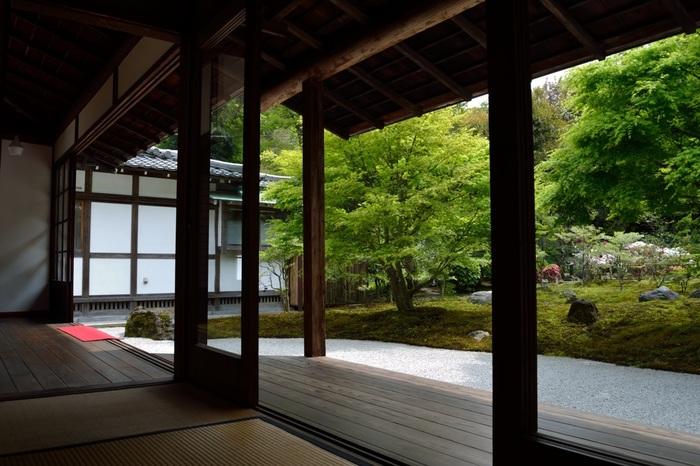 長寿寺は1336年に足利尊氏が創建した寺院とされていますが、その詳細は定かではないと言われています。また、以前は拝観ができませんでしたが、現在は春と秋の週末(金土日曜日)の晴天日のみ拝観が可能とのことです。季節・曜日・天候限定という訪れるタイミングが必要ですが、ぜひ訪れてみたいお寺の一つです。