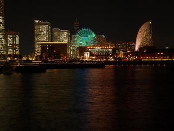 横浜市にある「横浜港の汽笛の音」が年越しの際のスポットとして人気なのを知っていますか?みなとみらい線の日本大通り駅から徒歩7分ほどのところにあって、たくさんの船を見る事が出来ます。