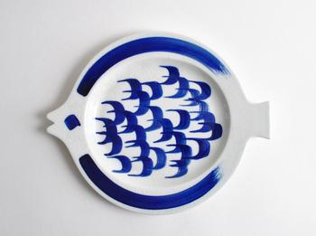 グンヴォル・オリン・グロンクヴィストのお魚のプレート。手書きで描かれた、お魚のかすれ具合が素敵です。ビンテージならではの、味があります。