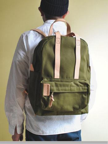 老舗のアウトドアメーカーSAVOTTA社が作るバックパック。こちらは新品で、上品なデザインとバランスの良いシルエットですよね。ポケットも沢山あり、使いやすそう。