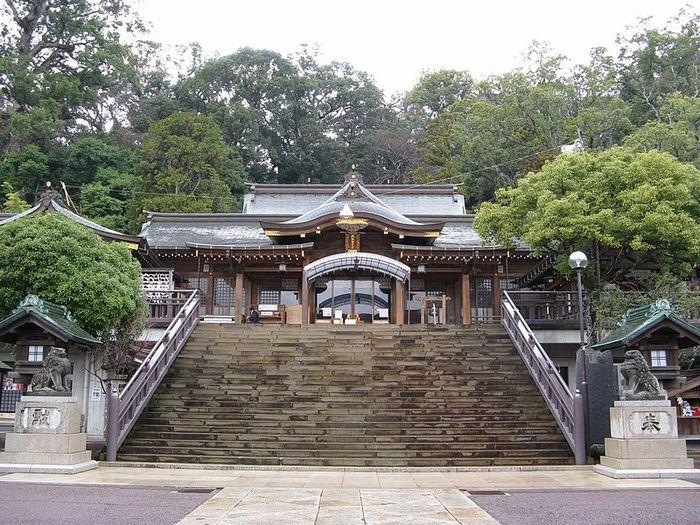 諏訪大社は、毎年10月上旬に「長崎くんち」が行われる神社です。地元では「お諏訪さま」「おすわさん」と呼ばれているそうです。路面電車「諏訪神社前」下車。