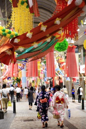 そんな、仙台の街を色鮮やかに彩るこの夏訪れてみたい「仙台七夕まつり」の紹介です。