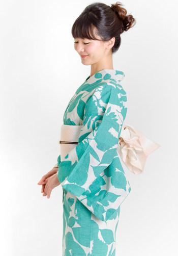 くるりオリジナルの浴衣は上品な中にもパッと目を引く華やかさがある一枚あるととっても重宝する浴衣です。