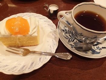観光通りにある本店では、2階に併設されているカフェでお茶することもできます。