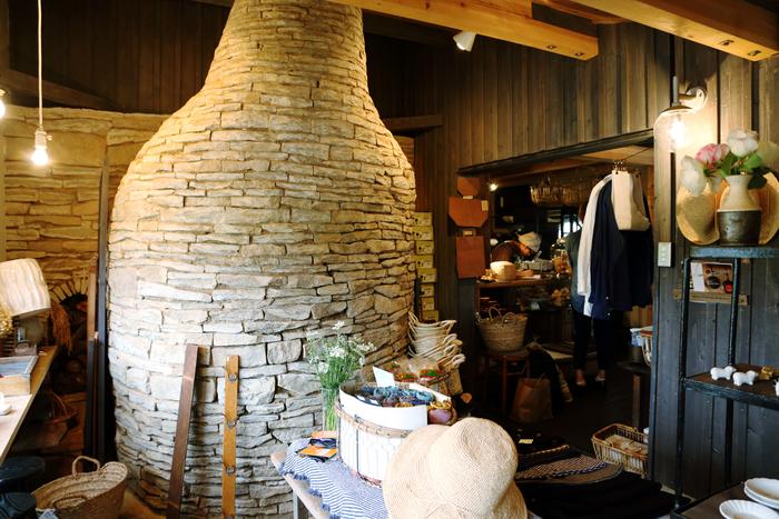店舗の大部分を占める薪窯は、すごい迫力です