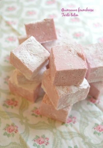 ピンクとホワイトのマーブル模様が綺麗なラズベリーのギモーヴです。