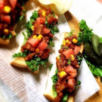 サルサソースや、メヒカーナはトーストやロールパンに挟んでもOK! 自分の好みに合わせて具材をのせていただきましょう♪