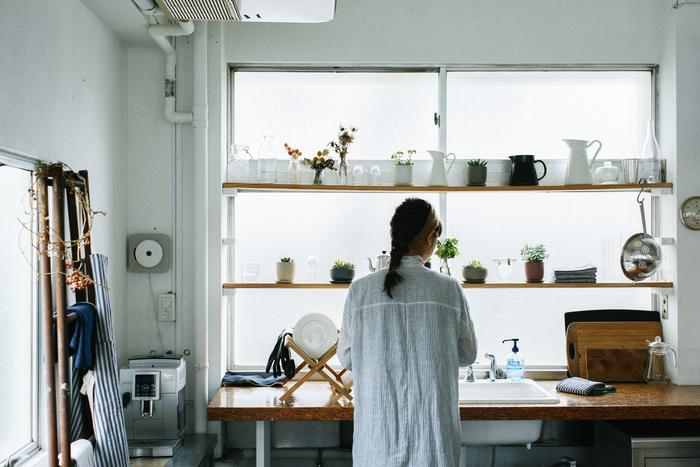 多肉植物に見つめられながら、お料理を。キッチンに立つ時間が多い女性にとって、ここはいつも心地よい場所であってほしいですよね。