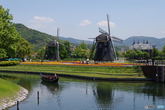 オランダの街並みを再現したテーマパーク「ハウステンボス」。ディズニーリゾートの1.5倍という広大な敷地の中に、オランダをはじめとしたヨーロッパのような風景が広がっています。