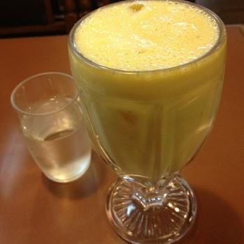 そして、大阪の味といえば、ミックスジュース。さすが老舗の喫茶店とあって、ミックスジュースは外せないよう。素朴な大阪の風味を楽しめそうですね。