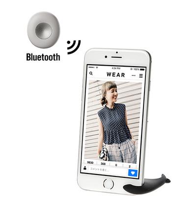 こちらはWEAR推奨のリモートシャッター「Pachil(パチる)」。iPhoneスタンドとシャッターがセットになっていて、アプリを使わなくても遠隔操作ができる優れモノです。