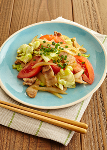 定番の野菜炒めにトマトを入れて。彩りも鮮やかになり、栄養価もUP。しつこくなりがちの野菜炒めがさっぱりいただけます。