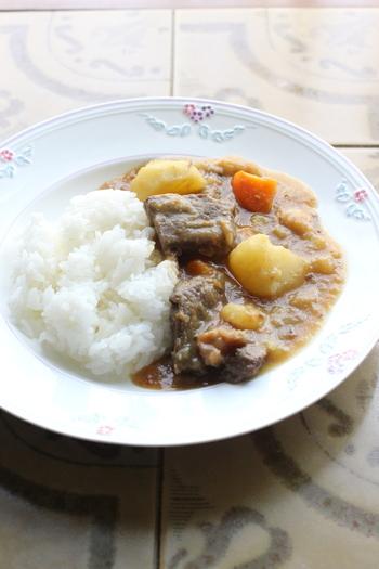 これぞ昔懐かしいって感じのお母さんの味、お家のカレー。ジャガイモやニンジンもゴロゴロっと入った昭和のカレー。いくつになっても美味しいと思ってしまいます。