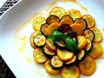 マリネでさっぱりと。季節の夏野菜であるズッキーニにカレー風味をプラスすることでさらに食べやすく、おいしいおかずに大変身!