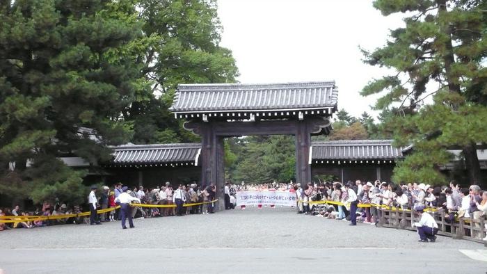 時代祭は、都が京都に置かれた平安遷都1100年を記念した明治28年の平安神宮創建記念祭として10月22日に挙行されたことに端を発する祭りです。時代祭は、京都三大祭(葵祭・祇園祭・時代祭)の一つに数えられ、毎年大勢の見物客が訪れます。