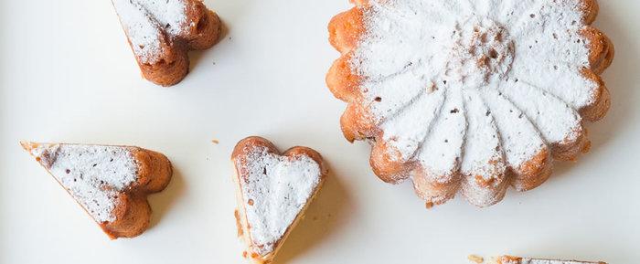 相模女子短期大学の学生が提案した「マーガレットケーキ」。大学内で採れた梅で作った梅酒と実を加えた風味豊かなケーキです。