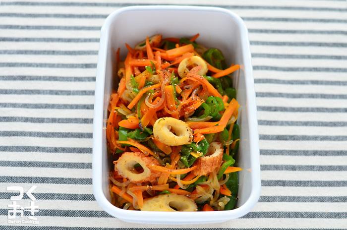 しらたきでボリュームアップ!野菜たっぷりで低カロリーでとってもヘルシーなちくわとしらたきの野菜炒め。冷めても美味しいのでお弁当のおかずにもピッタリ。