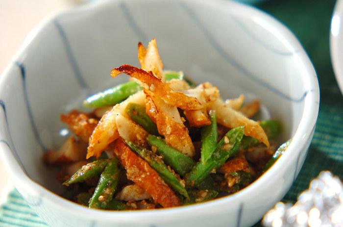 ちくわといんげんを炒めて、甘辛の味付けが良く合いますね。白胡麻も一緒で栄養バランスも良いです。お弁当にもオススメ。