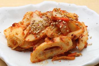 ちくわを使った簡単おつまみです。さっと炒めるだけでできて、キムチの辛さがちくわと炒めることによってちょっとマイルドになって美味しいです。