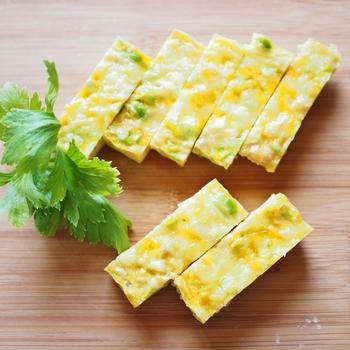 豆の旨みを味わえるキッシュ。明るい色合いでお弁当に入れても良いですね♪