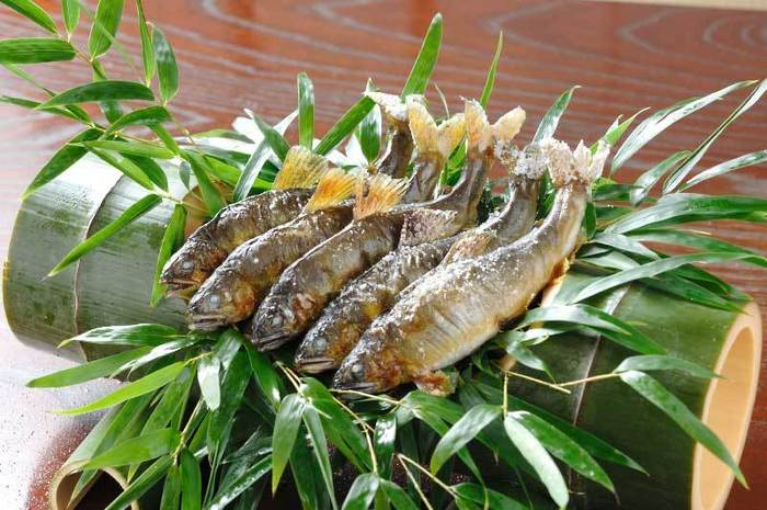 旬の素材である鮎の塩焼きは、兵衛が誇る自慢の一品です。