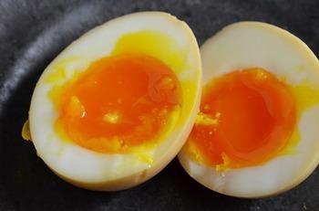 こちらもお弁当の定番、ゆで卵。半熟気味のとろっとしたゆでたまごの作り方です。固ゆでにしたいという方は、ゆでる時間をちょっぴり長めに。